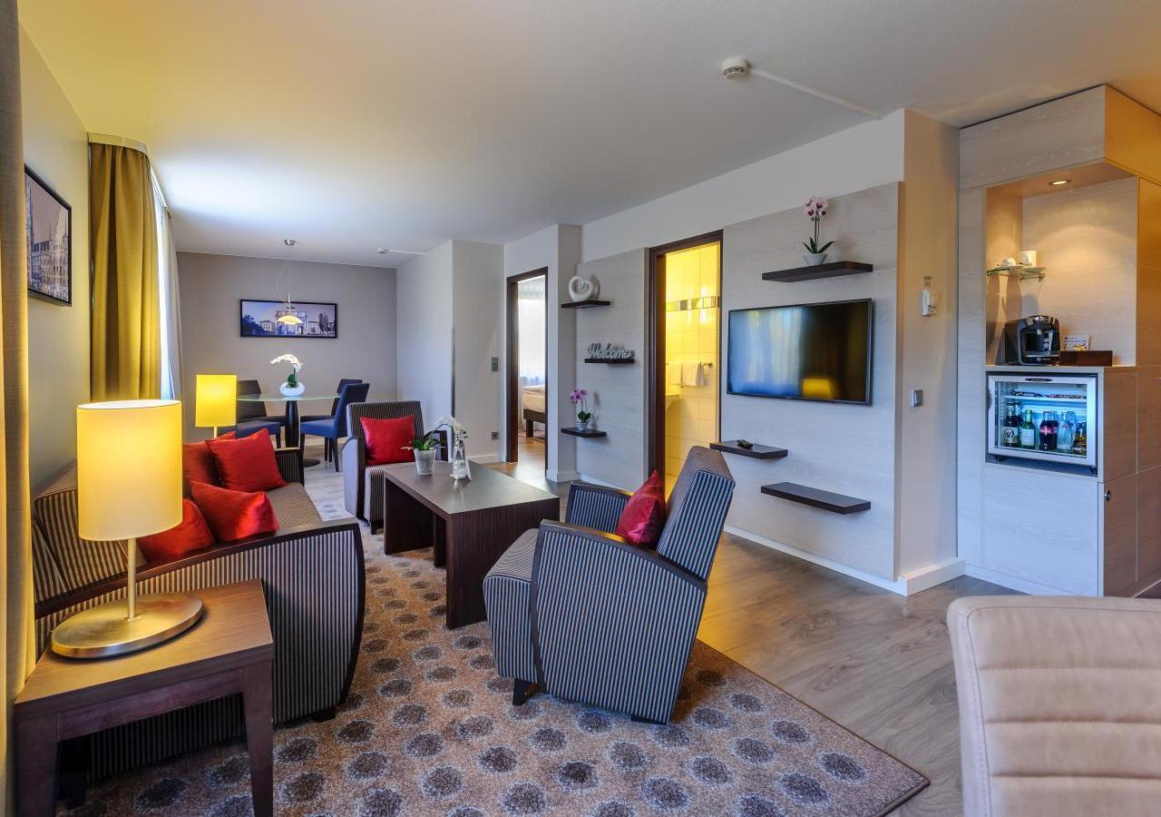 mercure hotel m nchen messe s d privilege suite 2 amp mercure hotel m nchen s d messe. Black Bedroom Furniture Sets. Home Design Ideas